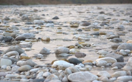 peaceful-river-pebble-rocks-water
